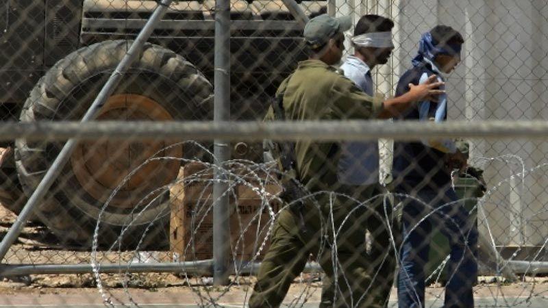 7 أسرى فلسطينيين يعانون ظروفًا صعبة