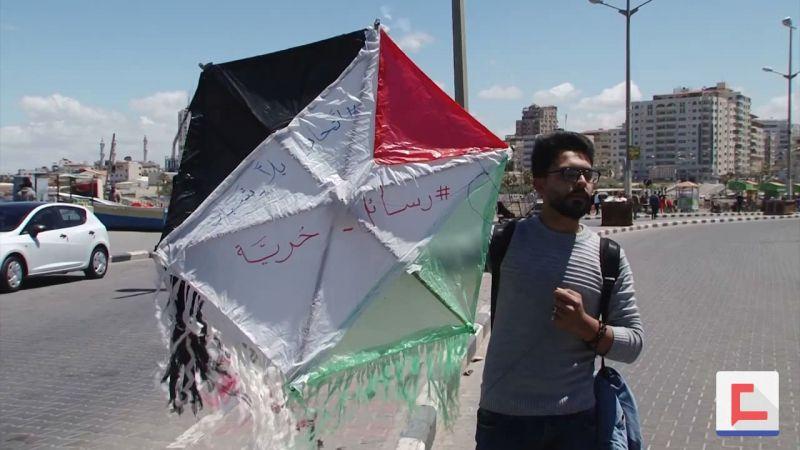 الفلسطينيون يبثون رسائلهم عبر البحر بحثا عن الحرية