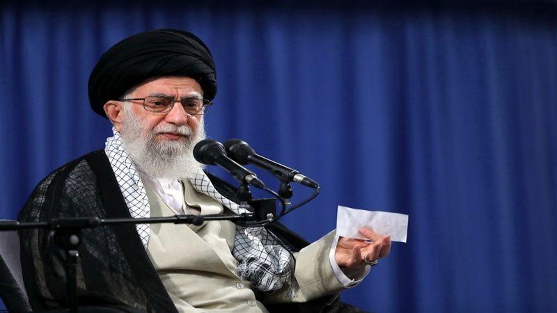 الامام الخامنئي: على النخب الإيرانية مواصلة مسيرة التقدم دون انقطاع