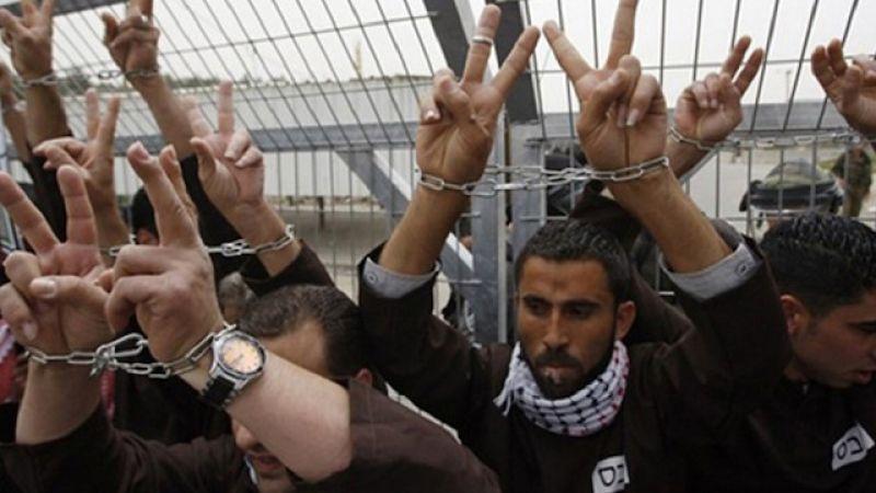 عشرات الاسرى الفلسطينيين يستعدون لخوض اضراب عن الطعام