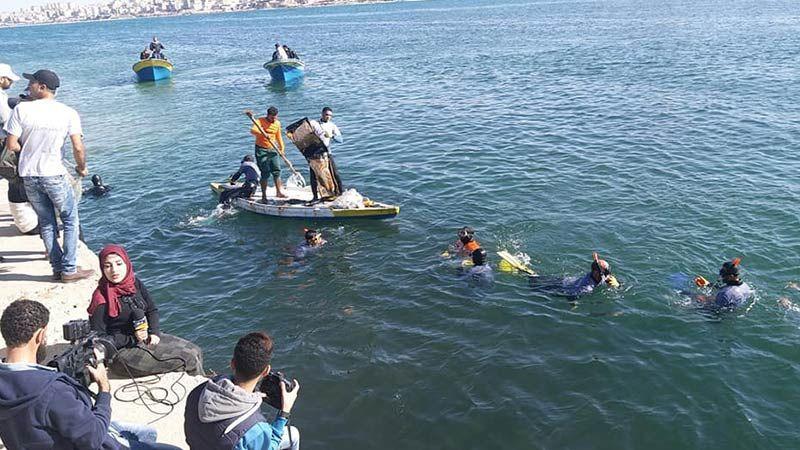 """بالفيديو: """"حترجعلك""""... مبادرة شبابية للحفاظ على الثروة السمكية في غزة"""