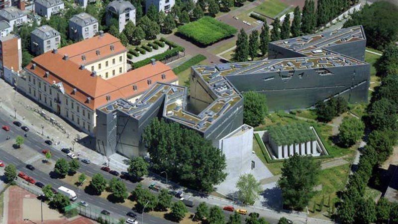 العدو يطالب ألمانيا بوقف تمويل المتحف اليهودي في برلين
