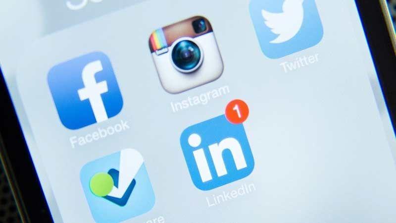 """كيف تحمي حسابك على  """"فيسبوك"""" أو """"تويتر""""؟"""