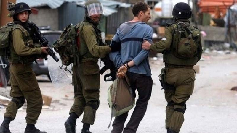 الاحتلال يعتقل 40 فلسطينيًا في الضفة الغربية 
