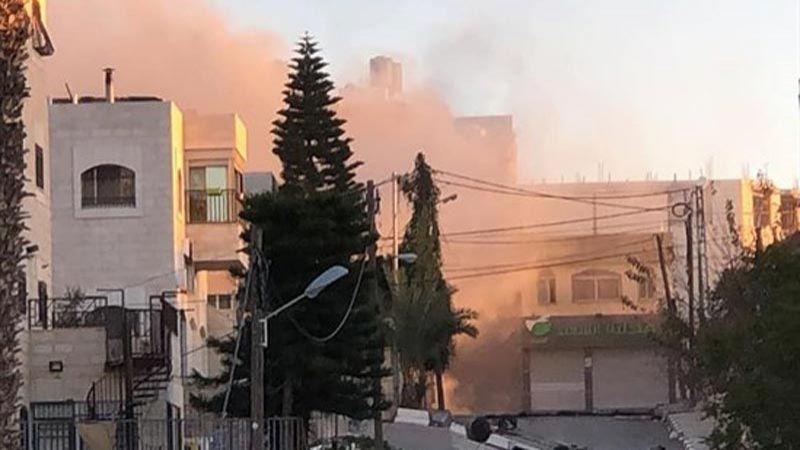 """الاحتلال يفجر منزل عائلة """"خنساء فلسطين"""" في رام الله"""