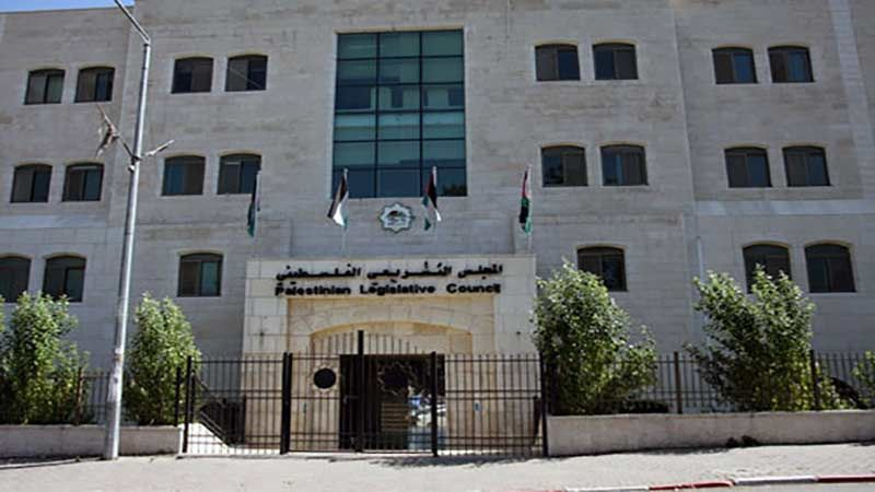 رفض فلسطيني واسع لقرار حل المجلس التشريعي 