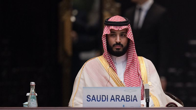 """محمد بن سلمان في عام.. """"بطل من ورق"""" ووقود أزمات"""