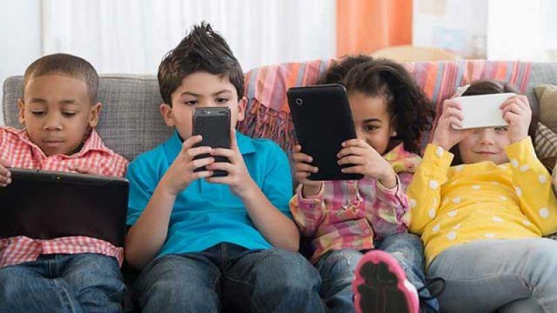 الشاشات الذكية تحاصر أطفالنا: المواجهة ممكنة والاهمال مكلف