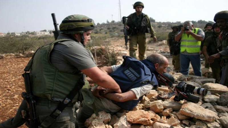 19 صحفيًا فلسطينيًا يقبعون في سجون الاحتلال الصهيوني