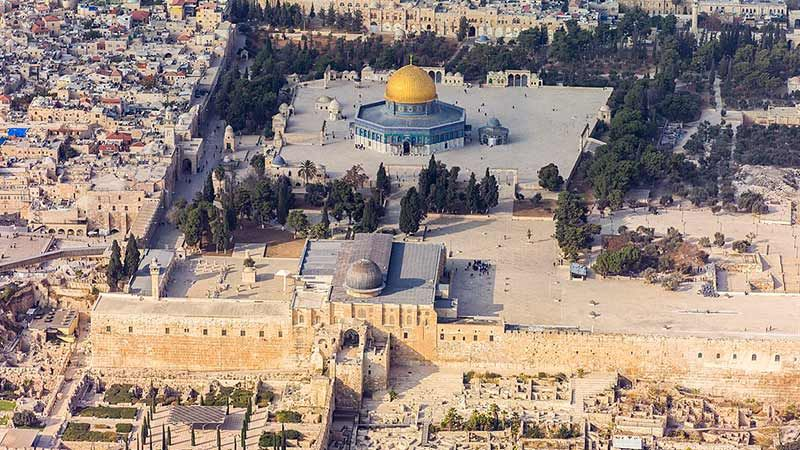 محافظ القدس: لتشكيل فريق دولي يكشف عن أنفاق الاحتلال تحت الأقصى