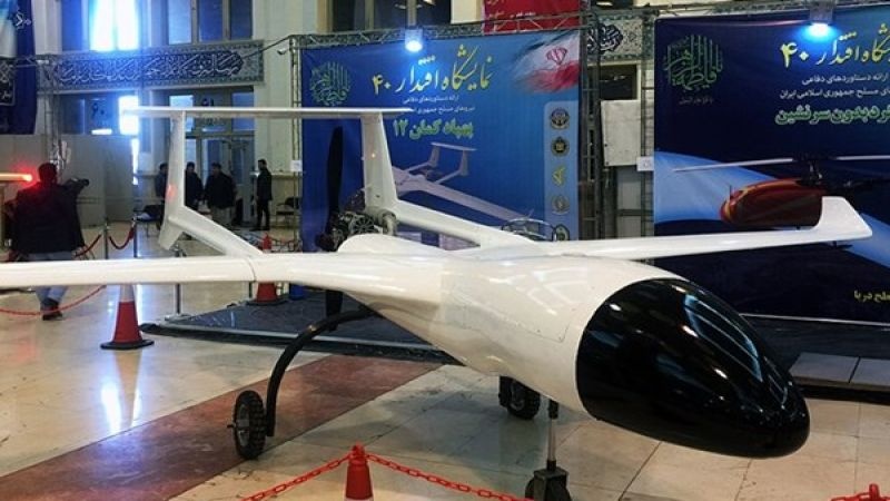 """الصاروخ """"أخكر"""" والطائرة المسيرة """"كمان 12"""" أحدث المنجزات الإيرانية الدفاعية"""