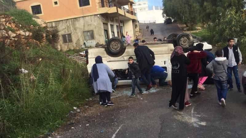 إصابة 12 طالبًا في حادث سير مروّع على طريق حبوش
