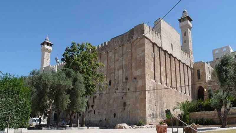 الاحتلال يمنع رفع الاذان في الحرم الابراهيمي 47 مرةً في شهر واحد
