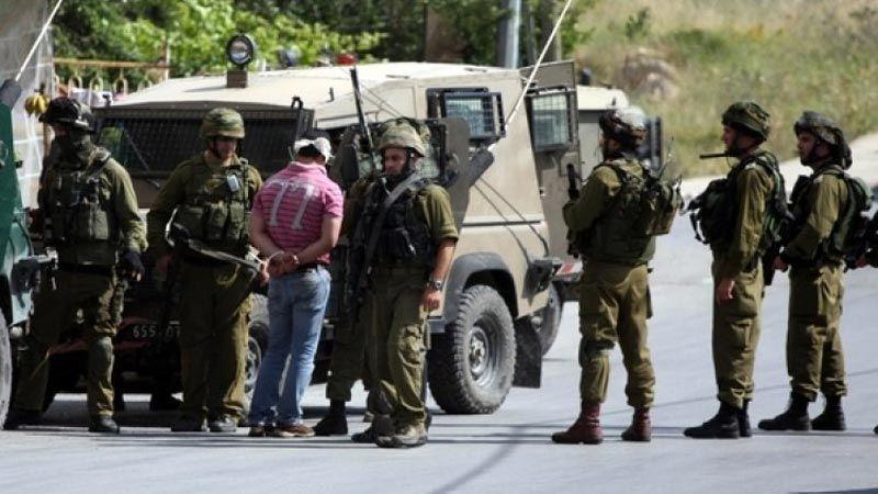 الاحتلال يعتقل العشرات في الضفة ويخطر عائلات من الاغوار الشمالية بالطرد