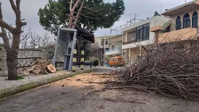 أضرارٌ في مختلف المناطق بسبب الرياح القوية