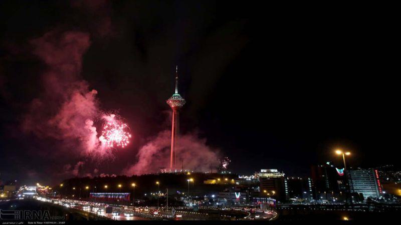 بالصور: هكذا تزينت سماء طهران في الذكرى الأربعين للانتصار