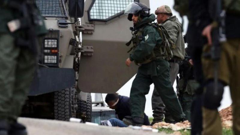 الإحتلال يعتقل 22 فلسطينيا في الضفة الغربية ويهدم منزلا في الولجة