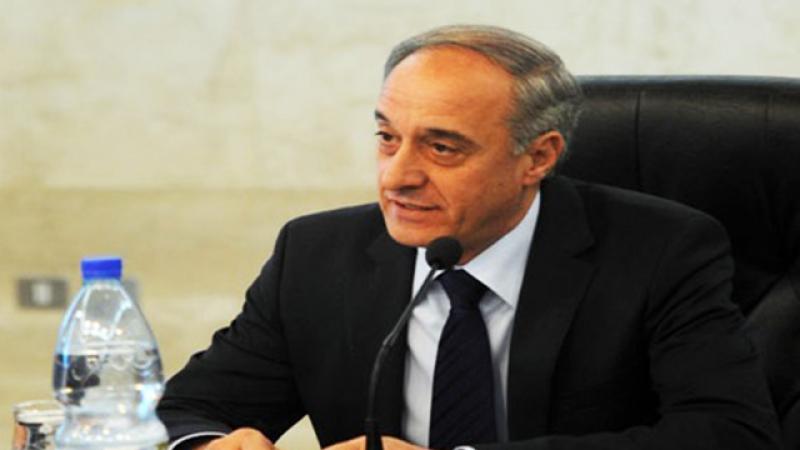 """معاون وزير الخارجية السورية لـ""""العهد"""": نحن في خندق واحد مع إيران"""