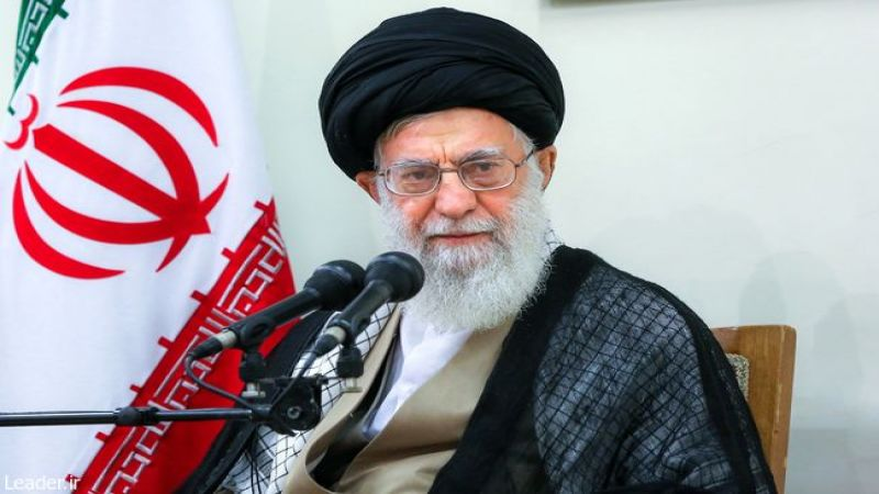 الإمام الخامنئي: منفّذو تفجير زاهدان مرتبطون بأجهزة تجسّس لدول إقليمية