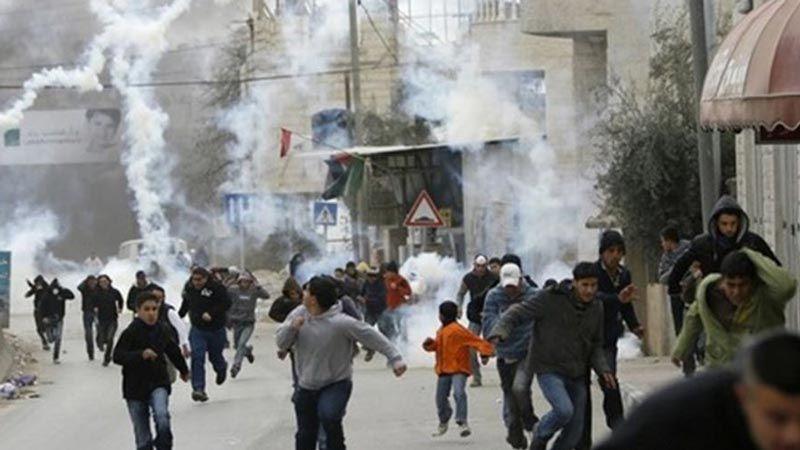 الإحتلال يعتدي بقنابل الغاز على تلاميذ مدرسة الخليل