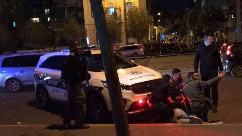 """الاحتلال يشن حملة اعتقالات استباقية لجُمعة """"باب الرحمة"""""""