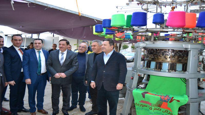 السوريون يوقعون عقودا ضخمة لتصدير منتجاتهم.. والأتراك يردون بالتهريب