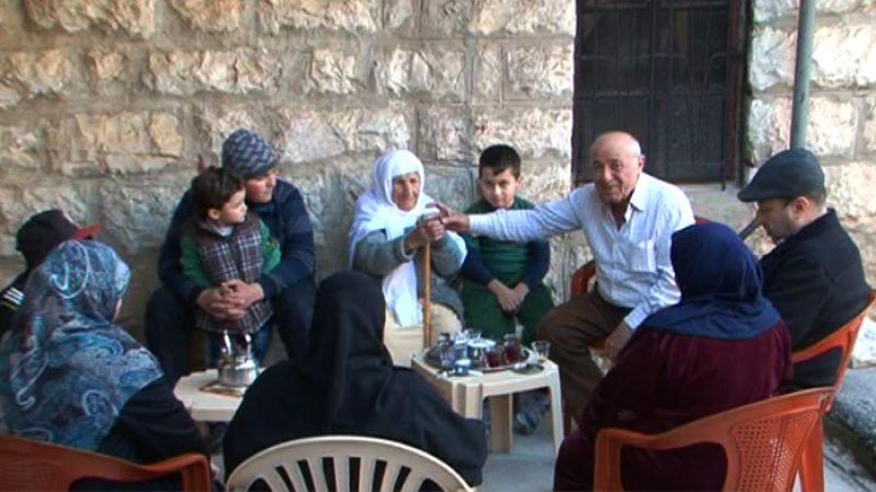 الاولاد والاحفاد واولاد الاحفاد يحتفلون عند امهم .. 108 سنوات