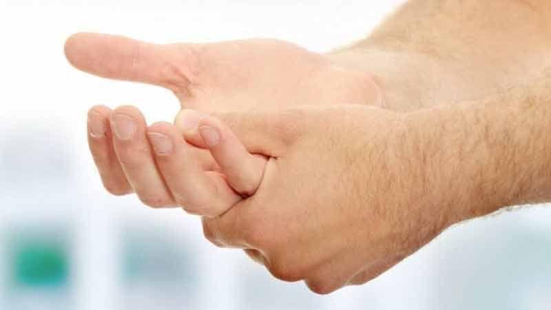 5 أمراض صادمة وراء تنميل اليدين