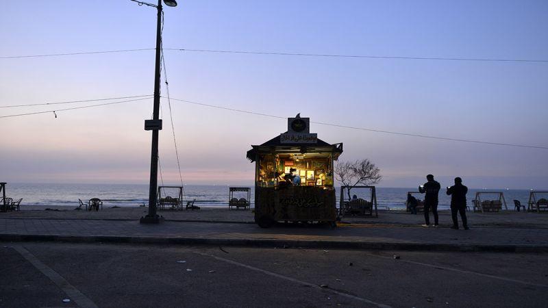 مقهى الشاطىء في غزة..أنيس الغزاويين ـ مصور