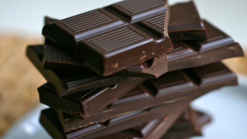 ما علاقة الشوكولا بضغط الدم؟