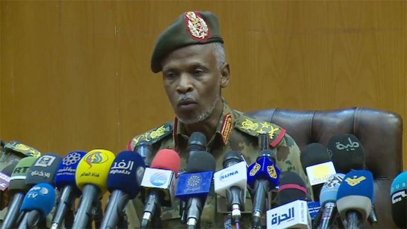 """المجلس العسكري السوداني: نحن أبناء """"سوار الذهب"""" وسنسلم السلطة لحكومة مدنية"""