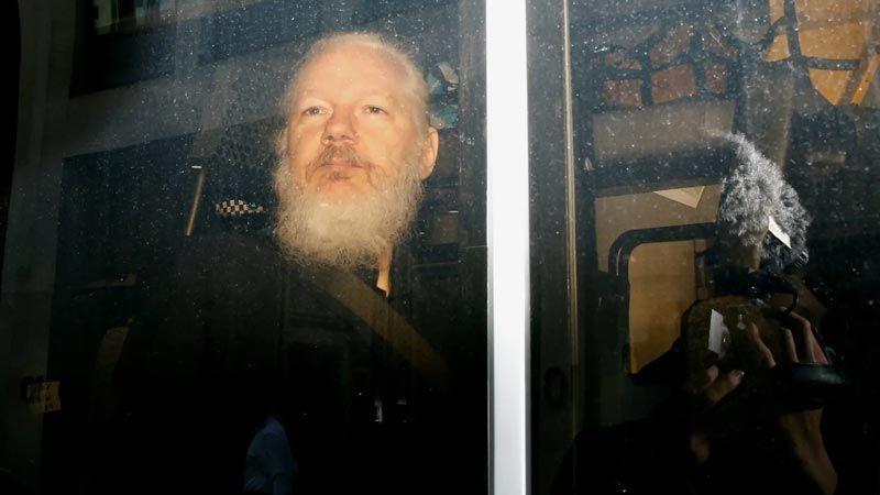 """""""نيويورك تايمز"""": واشنطن ستنتهك القانون في محاكمة أسانج"""