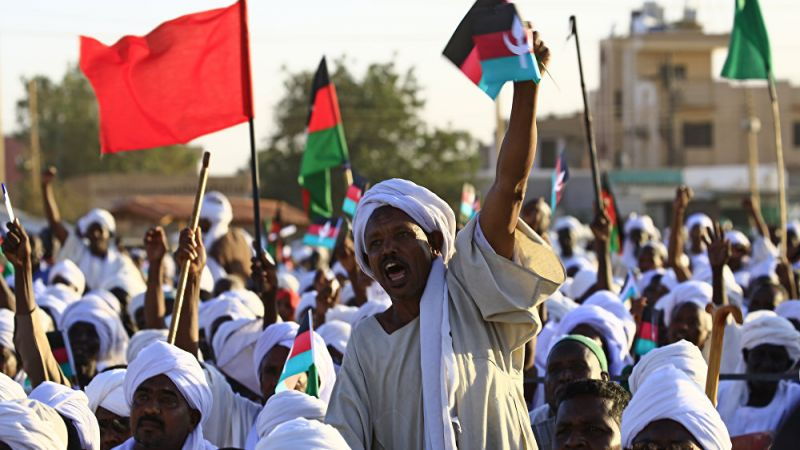 السودان: اتهامات لإبن عوف والبشير بالتخطيط معًا للانقلاب