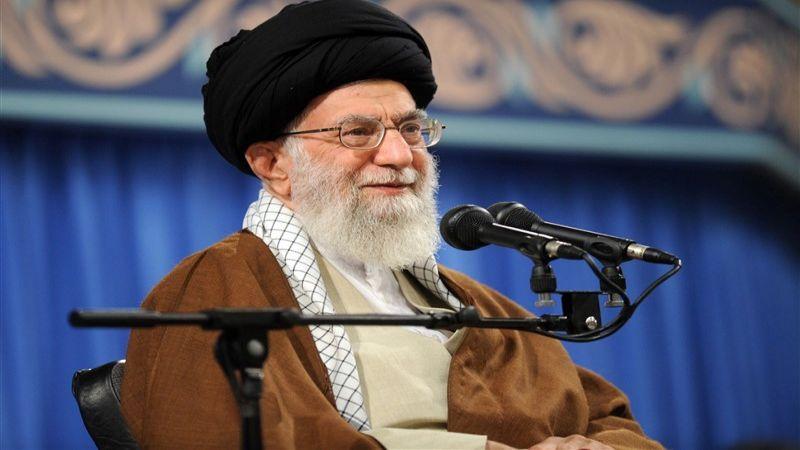 """الإمام الخامنئي: لتعميم شعار """"الخدمات من أجل تحقيق العدالة والتقدم"""""""