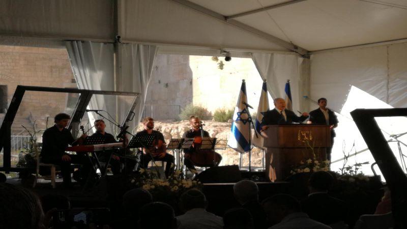 نتنياهو يقتحم الخليل مستعيناً بخيمة مصفحة