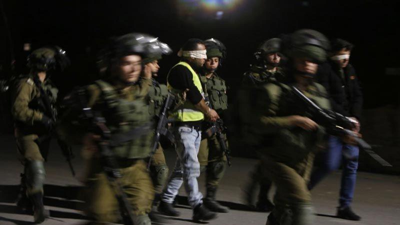 الإحتلال يعتقل 14 فلسطينيا بعد حملة في الضفة الغربية
