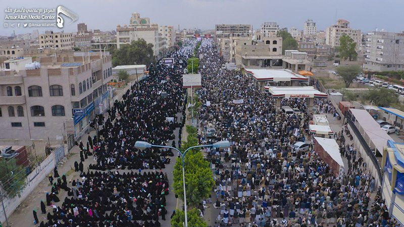 رغم العدوان والقهر مئات آلاف اليمنيين يحييون عاشوراء