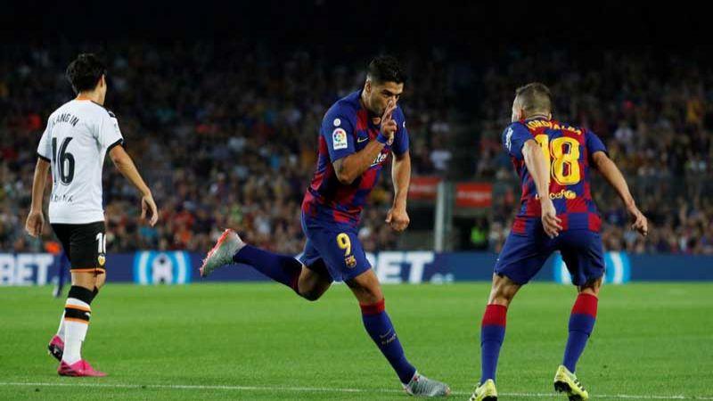 برشلونة يضرب فالنسيا بخماسية.. وسوسيداد يهزم اتلاتيكو مدريد