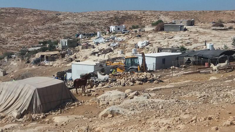 العدو يحرم فلسطينيي الخليل من المياه والهدف تهجيرهم!
