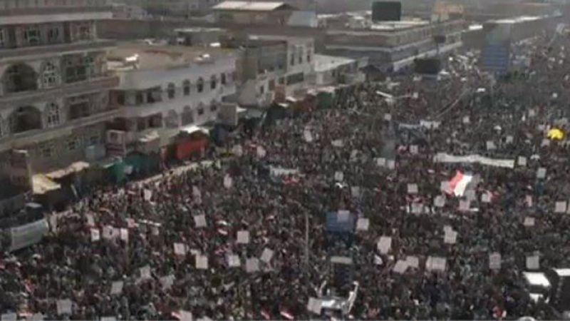 اليمنيون يحيون ذكرى ثورة 21 ايلول في صنعاء