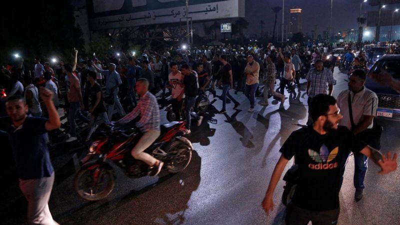 احتجاجات مصر تتواصل: اعتقال المئات والبورصة تهبط