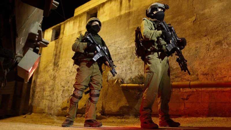 اصابات واعتقالات في صفوف الفلسطينيين بالضفة الغربية