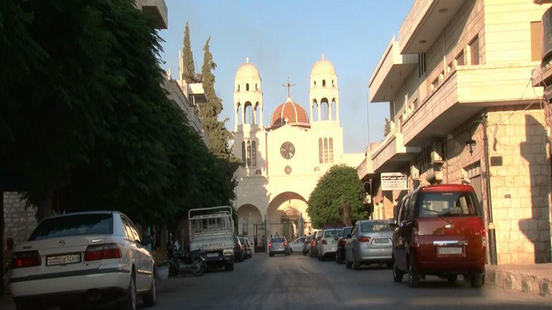 """""""العهد"""" في محردة بريف حماة الشمالي: أجراس الكنائس تحتفي بالحرية"""