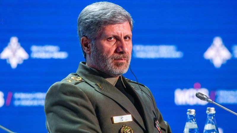 حاتمي: لو كان الأميركيون قادرون لحرموا الشعب الإيراني من الأوكسجين والماء