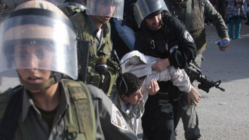 الاحتلال يعتقل 13 فلسطينيًا في الضفة ويهدم منزلاً في الخليل