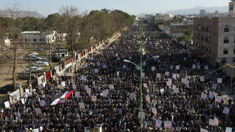 """ساحات صنعاء تحتشد بآلاف المباركين بعملية """"نصر من الله"""""""