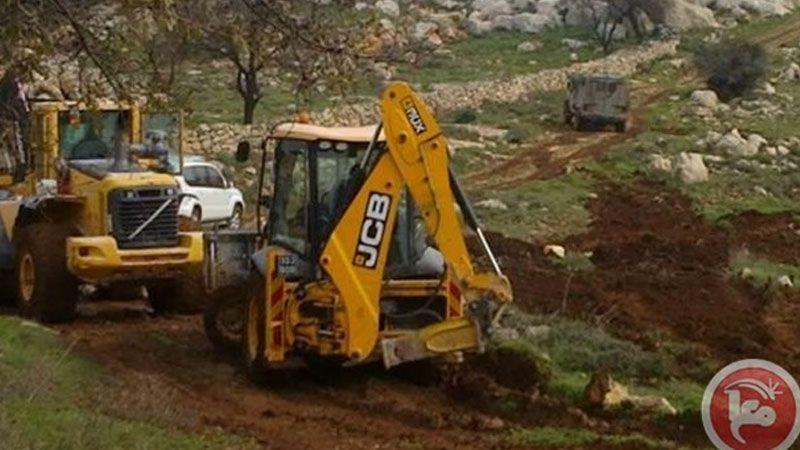 الاحتلال يجرف 22 دونمًا زراعية شمال بيت جالا