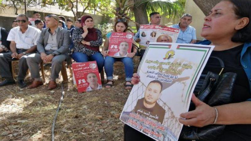 أسير فلسطيني يعلق اضرابه عن الطعام