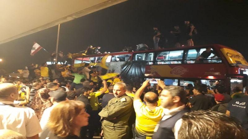 بالصور... حشود تستقبل فريق العهد في مطار بيروت الدولي