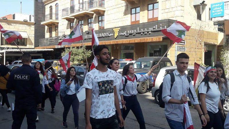 الاحتجاجات مستمرة.. تظاهرات طلابية وإغلاق للمرافق العامة